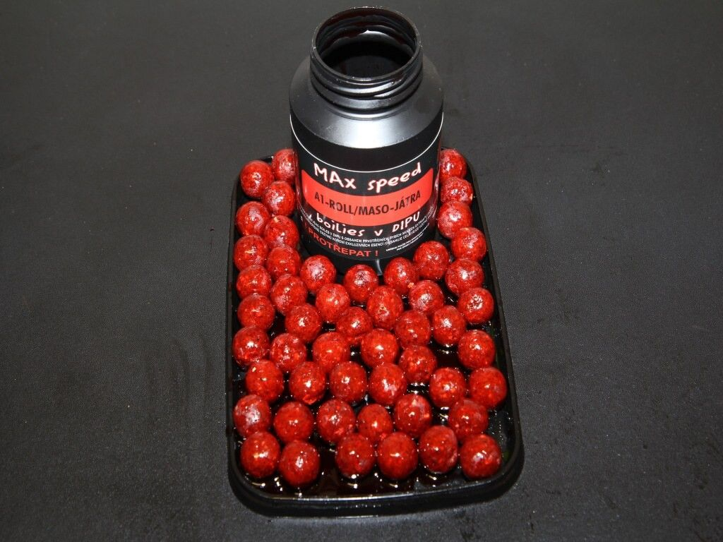 Maxcarp RED-RAG Brusinka,Krill,Losos 16mm v dipu boilies 250ml